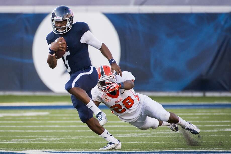 Rice quarterback Driphus Jackson gets past UTEP defensive back Demarcus Kizzie during the second half. Photo: Smiley N. Pool, Houston Chronicle