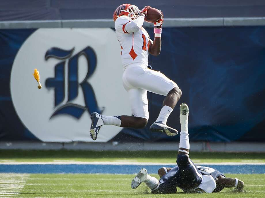 UTEP wide receiver Ian Hamilton catches a 50-yard touchdown pass, despite a pass interference call against Rice defensive back Jaylon Finner. Photo: Smiley N. Pool, Houston Chronicle
