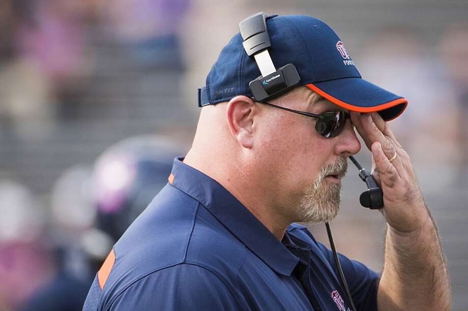 UTEP head coach Sean Kugler watches from the sidelines. Photo: Smiley N. Pool, Houston Chronicle
