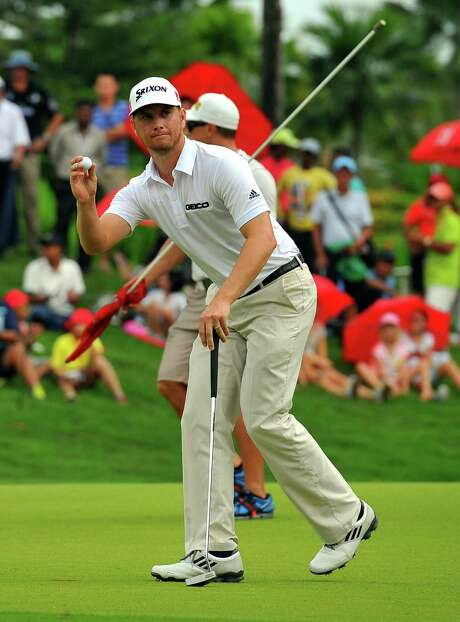 American Chris Stroud acknowledges the crowd after putting on the 18th hole at the PGA Tour's CIMB Classic in Kuala Lumpur, Malaysia. Photo: Stanley Chou / Getty Images