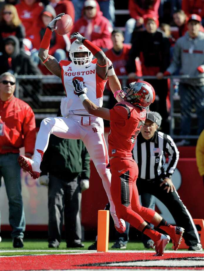 UH's Deontay Greenberry pulls the ball away from Rutgers' Anthony Cioffi for the Cougars' first touchdown. Greenberry added an 83-yarder scoring reception in the second quarter. Photo: Mel Evans, STF / AP