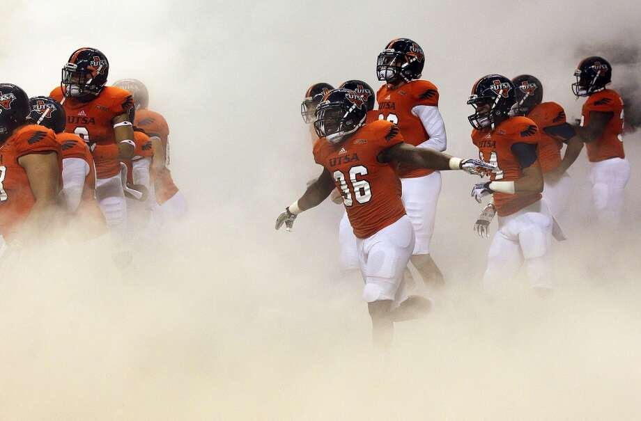 The Roadrunners take to the field as UTSA hosts UAB at the Alamodome  on October 26, 2013.