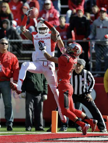 Houston wide receiver Deontay Greenberry (left) hauls in one of his three touchdown catches in front of Rutgers' Anthony Cioffi during the Cougars' 49-14 win Saturday. Photo: Mel Evans / Associated Press