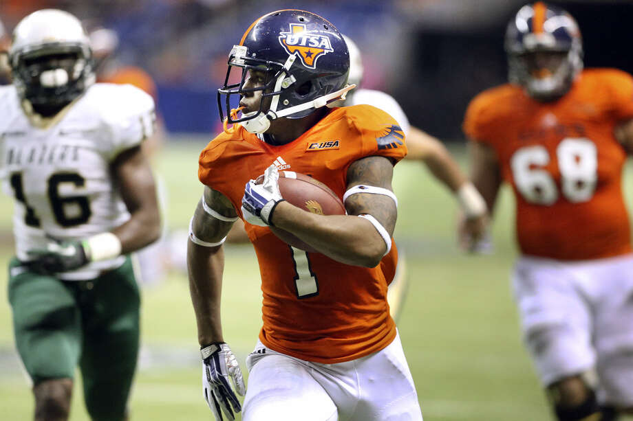 UTSA wide receiver Kam Jones is off to the races for one of his two touchdowns in the Roadrunners' romp over Alabama-Birmingham before a homecoming crowd of 25,391 at the Alamodome. Photo: Tom Reel / San Antonio Express-News