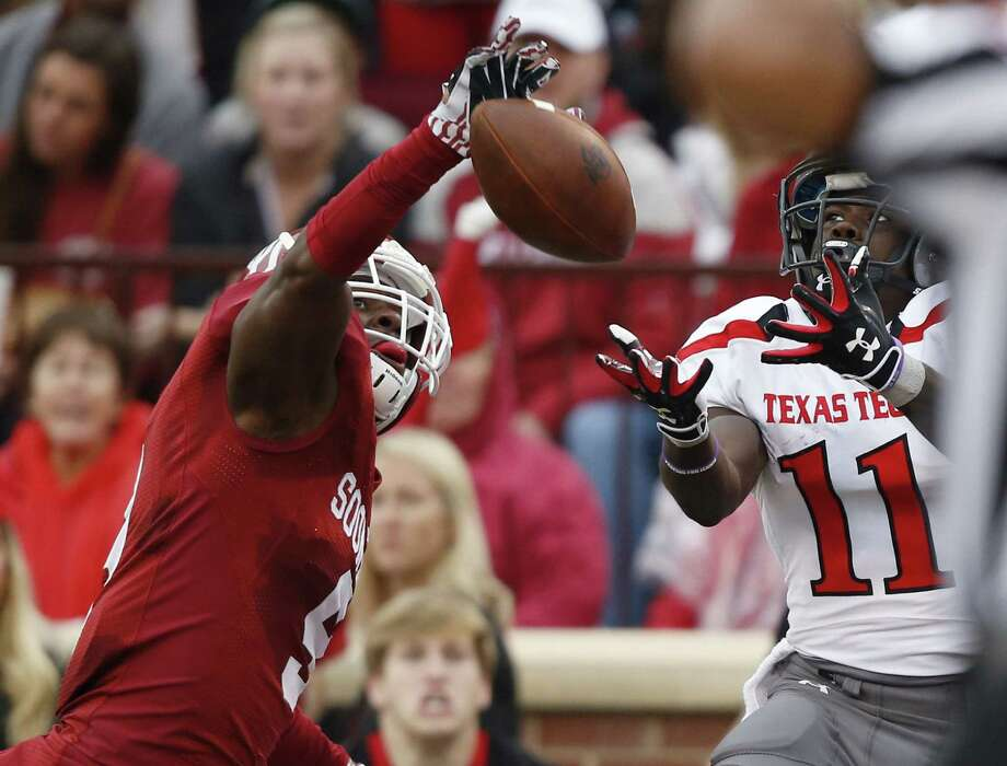Oklahoma defensive back Gabe Lynn knocks down a pass intended for Tech receiver Jakeem Grant in the first quarter. Photo: Sue Ogrocki / Associated Press