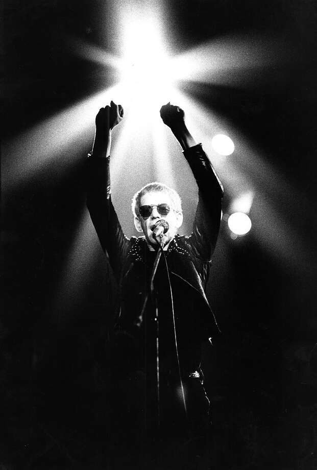 Lou Reed performs live on stage at Concertgebouw, Amsterdam, Holland on May 19, 1974. Photo: Gijsbert Hanekroot, Redferns / 1974 Gijsbert Hanekroot