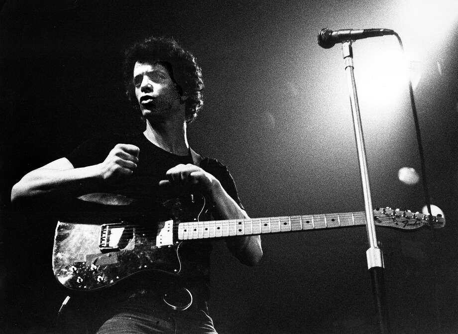 Lou Reed performs live on stage at The Carre Theatre in Amsterdam, Netherlands on March 9,1975. Photo: Gijsbert Hanekroot, Redferns / 1975 Gijsbert Hanekroot