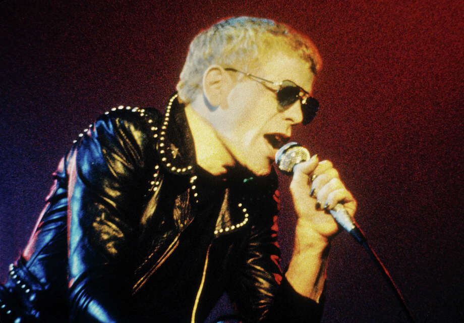 Lou Reed performs on stage at Concertgebouw, Amsterdam, Netherlands on May 1974. Photo: Gijsbert Hanekroot, Redferns / 1974 Gijsbert Hanekroot