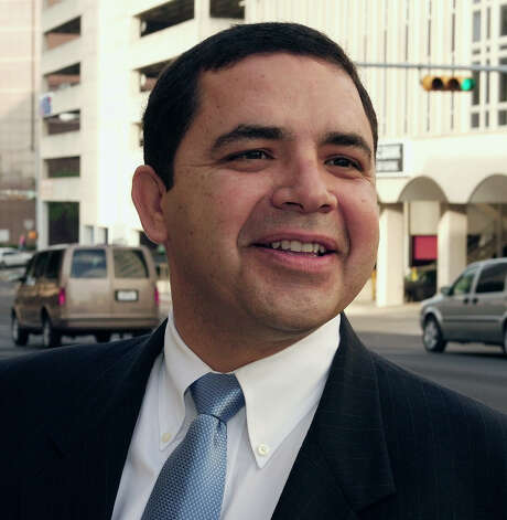 U.S. Rep. Henry Cuellar, D-San Antonio, arrives outside federal court Thursday, Aug. 3, 2006, in Austin, Texas. A federal panel listened to arguments from parties on possible fixes to the congressional redistricting map of the vast 23rd Congressional District, ruled unconstitutional in June. (AP Photo/Harry Cabluck) Photo: HARRY CABLUCK, STF / AP