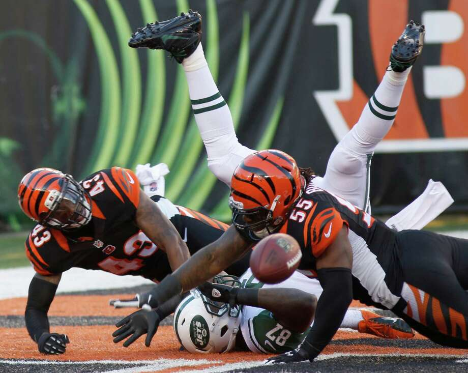 Cincinnati Bengals outside linebacker Vontaze Burfict (55) and strong safety George Iloka (43) break up a pass intended for New York Jets tight end Jeff Cumberland (87) in the end zone in the first half of an NFL football game, Sunday, Oct. 27, 2013, in Cincinnati. (AP Photo/David Kohl) ORG XMIT: PBS109 Photo: David Kohl / FR51830 AP