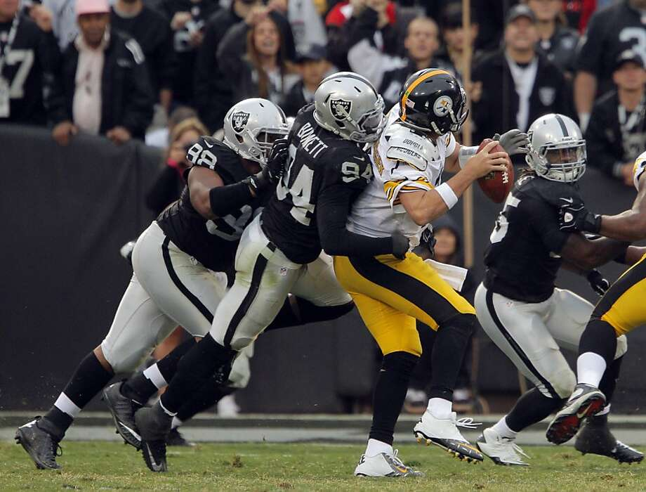 Kevin Burnett sacks Ben Roethlisberger late in the fourth quarter. The Oakland Raiders played the Pittsburgh Steelers at O.co Coliseum in Oakland, Calif., on Sunday, October 27, 2013. The Raiders defeated the Steelers 21-18. Photo: Carlos Avila Gonzalez, The Chronicle