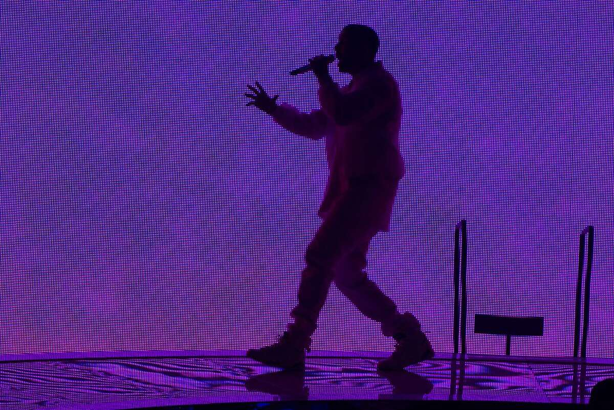 NEWARK, NJ - OCTOBER 27: Drake performs at the