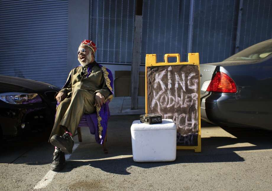 With a cooler full of cobbler and a sign at the ready, King Kobbler sets up camp in front of captive commuter audience trying to get on the Bay Bridge during a BART Strike in San Francisco, Calif. Photo: Mike Kepka , The Chronicle