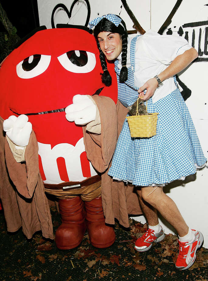 Actor Jason Biggs arrives at Heidi Klum's Annual Halloween party at Happy Valley October 31, 2005 in New York City. Photo: Evan Agostini, Getty Images / 2005 Getty Images