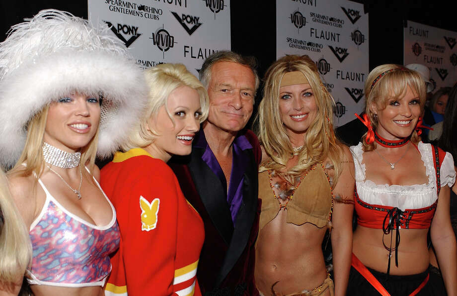 Hugh Hefner with Playboy bunnies. Photo: A. Nevader, WireImage / WireImage