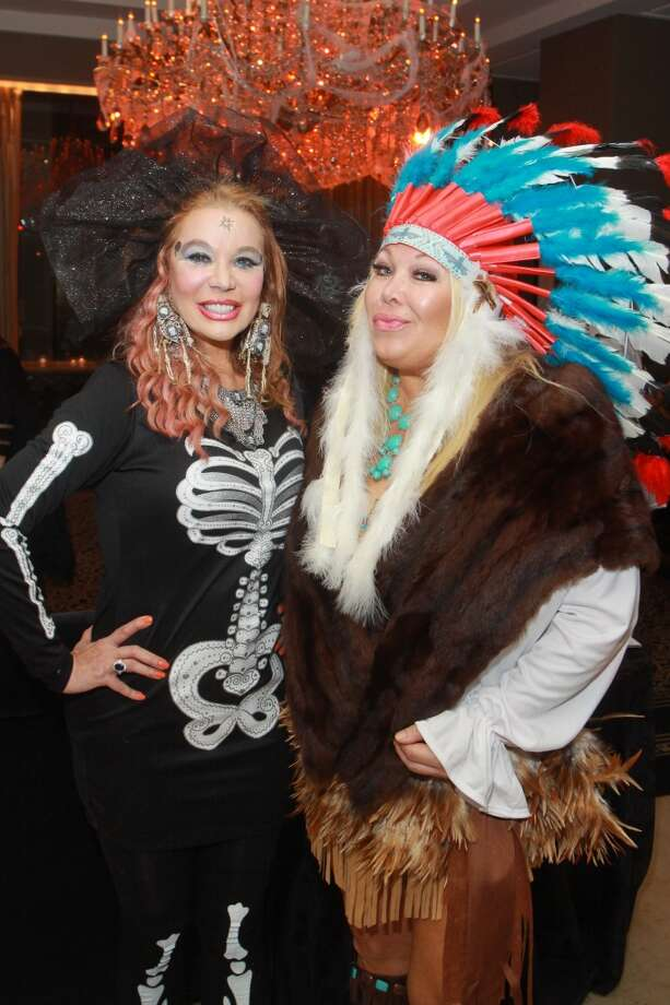 Co-chairs Cindi Rose, left, and Lara Bell at the Bone Bash Photo: Gary Fountain, For The Chronicle