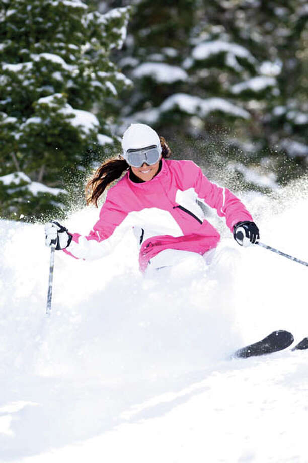 Mid adult female skier skiing downhill, front view Photo: Scott Markewitz Used In HealthyLife Magazine, Scott Markewitz/Getty Images / Healthy Life