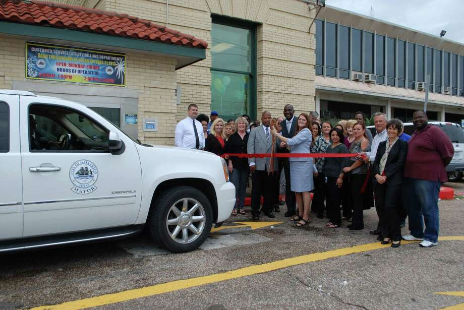 Mayor Lewis Rosen was the first official customer when the city of Galveston recently reopened its customer service drive-through window. Photo: Harvey Rice