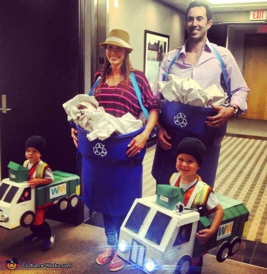 Garbage family Photo: