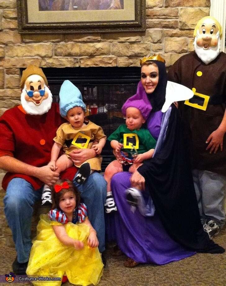 Snow White, the witch and some dwarves Photo: