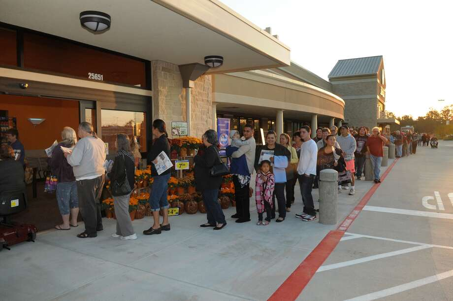 Customers line up outside of the Kroger Marketplace at 25651 U.S. Highway 59 N. in Kingwood which opened for business on October 26. Photo: Jerry Baker, For The Chronicle