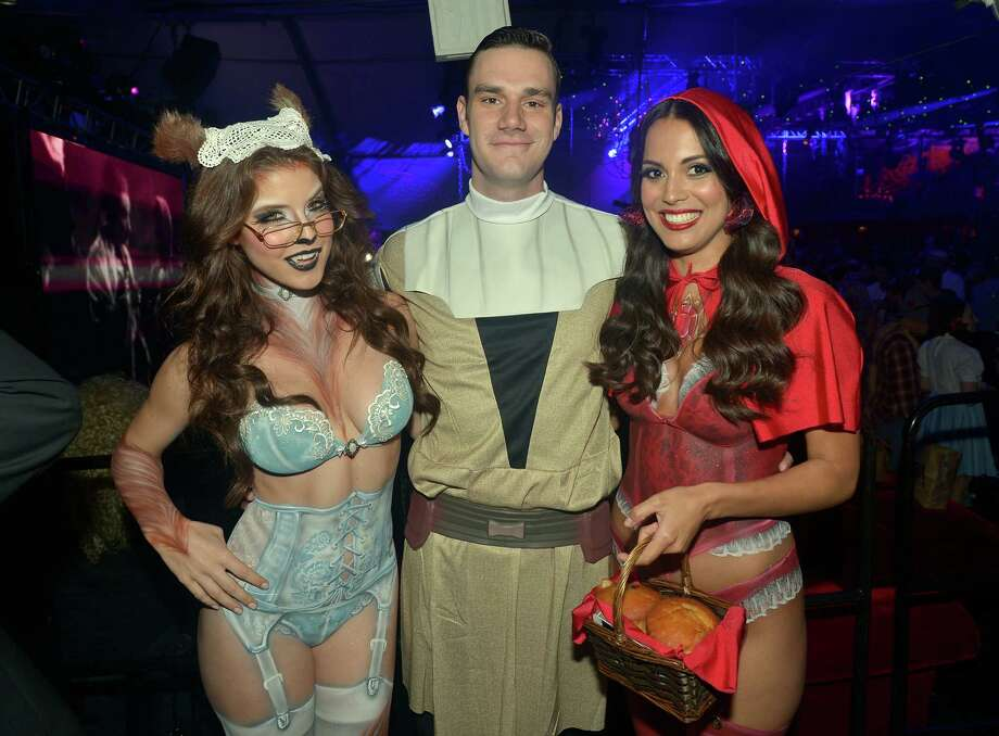 (L-R) Playmate Amanda Cerny, Cooper Hefner and Playmate of the Year Raquel Pomplun attend Playboy Mansion's annual Halloween bash on October 26, 2013 in Holmby Hills, California. Photo: Charley Gallay, Getty Images / 2013 Getty Images