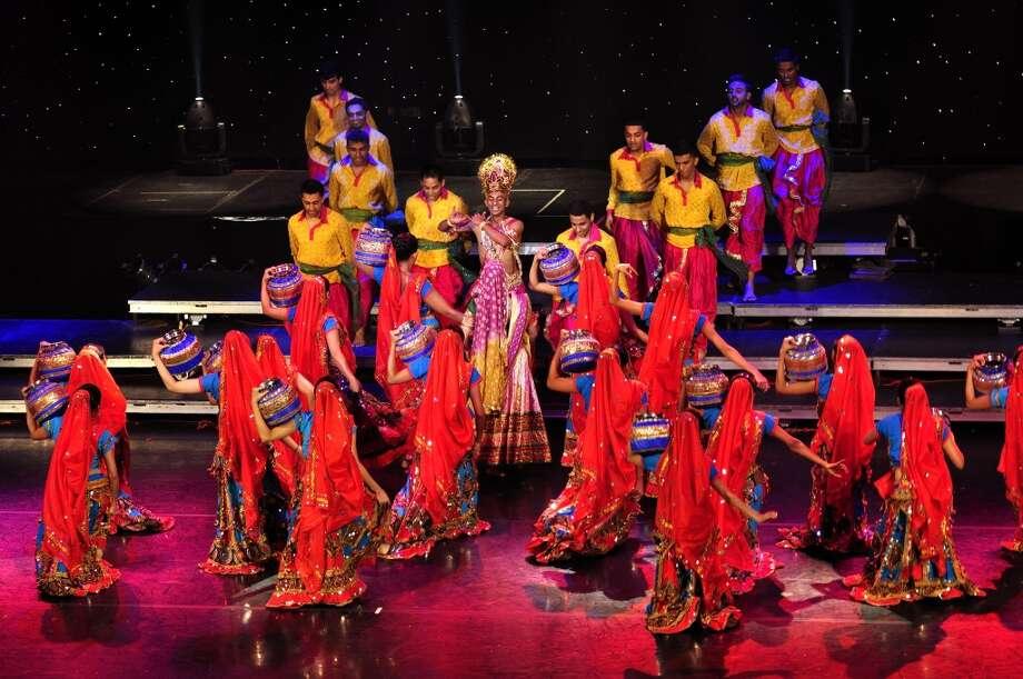 The cast of Mystic India