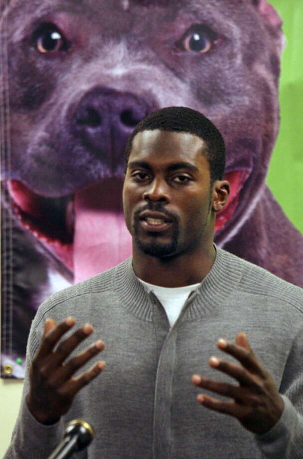 Michael Vick, and his dogfighting past, raked in 47 jokes by Jay Leno. Photo: Raleigh News & Observer, MCT Via Getty Images / McClatchy-Tribune