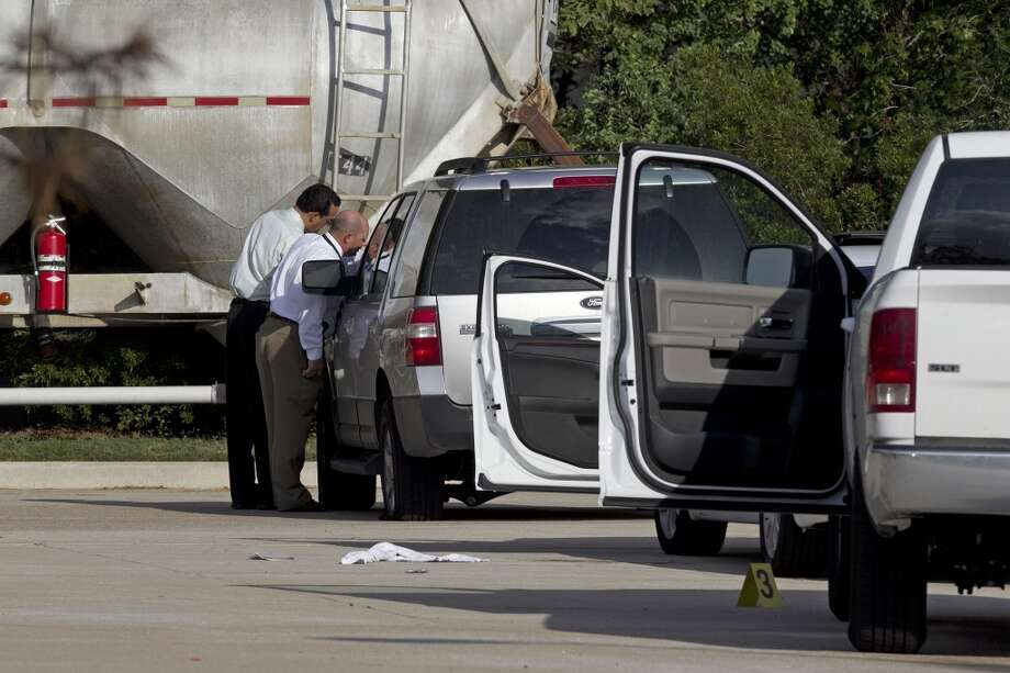 Officers from multiple agencies work at the scene of a shooting on Hollister near Champions Walk Lane Monday, Nov. 21, 2011, in Houston.  ( James Nielsen / Chronicle ) Photo: James Nielsen, Houston Chronicle