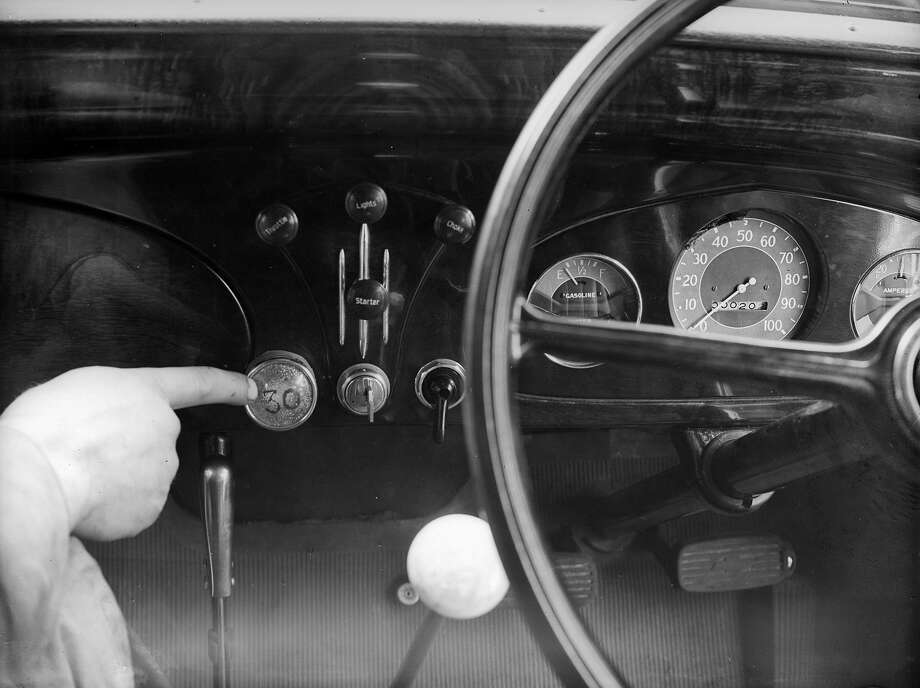 30-mph warning light, 1935A light that starts flashing when you hit 30 mph? No thanks. Photo: William Vanderson, Getty Images / Hulton Archive