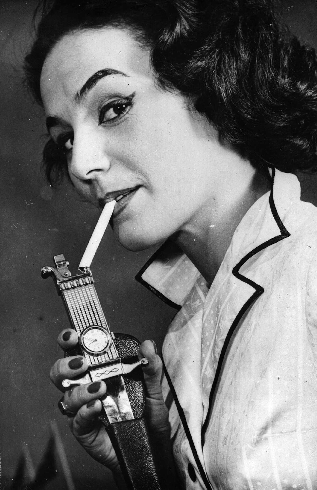 Dagger lighter, 1957 Whenever I stab someone, I need a cig to calm my nerves too, but some things are better left uninvented.