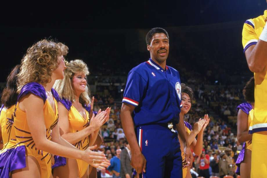 Julius Erving of the Philadelphia 76ers with the Los Angeles Laker Girls before playing the final game of his career against the Lakers in 1987. Photo: Rick Stewart, Getty Images