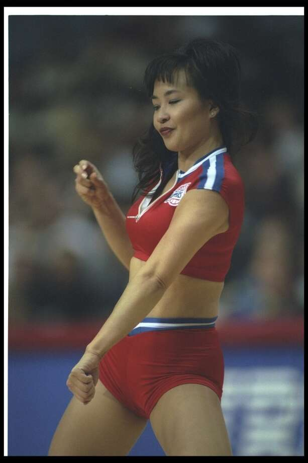 A Los Angeles Clippers dancer, 1996 Photo: Todd Warshaw, Getty Images