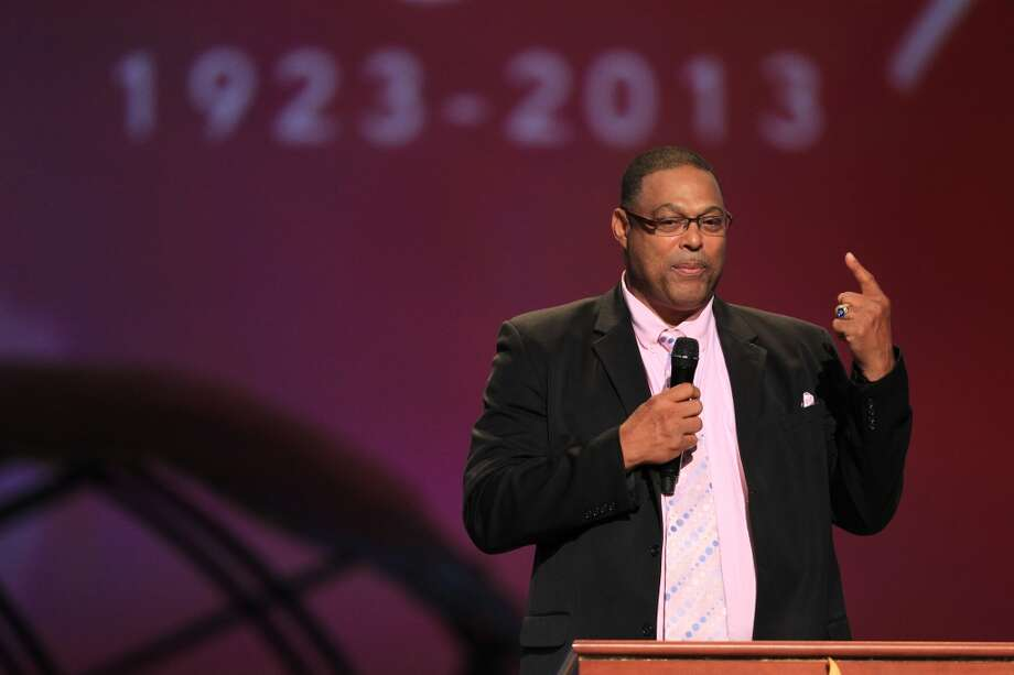 Former Oilers player Robert Brazile speaks at the memorial for Bum Phillips. Photo: Mayra Beltran, Houston Chronicle