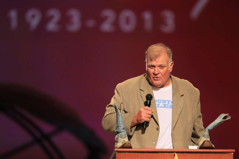Former Oilers player Carl Mauck speaks at the tribute for Bum Phililps. Photo: Mayra Beltran, Houston Chronicle