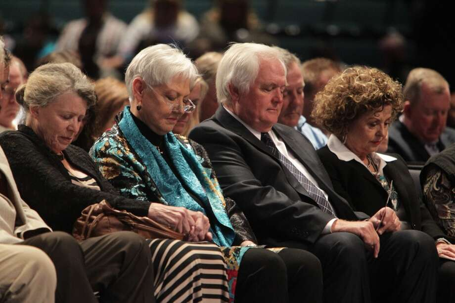 Wade Phillips sits with his mother Debbie at the tribute for Bum Phillips. Photo: James Nielsen, Houston Chronicle