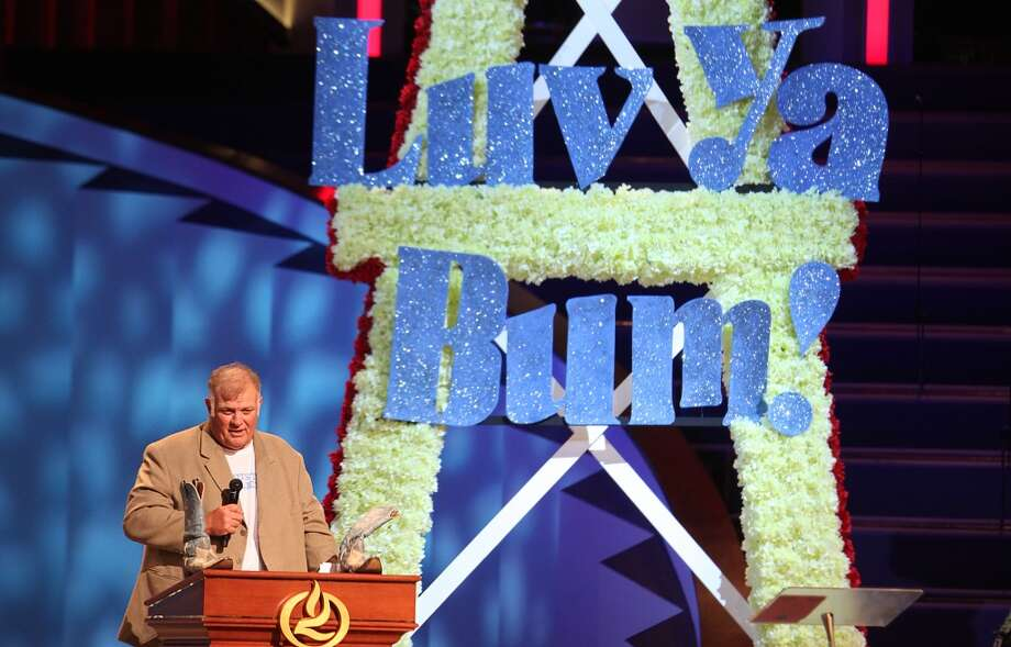 Carl Mauck speaks at the memorial service for Bum Phillips. Photo: Mayra Beltran, Houston Chronicle