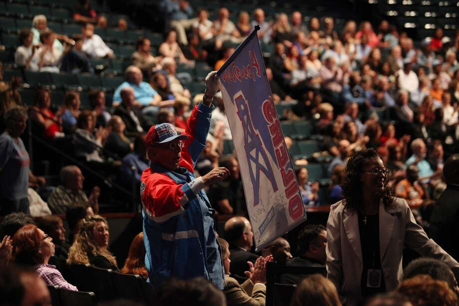 An Oilers fan shows his support at the memorial for Bum Phillips. Photo: Mayra Beltran, Houston Chronicle