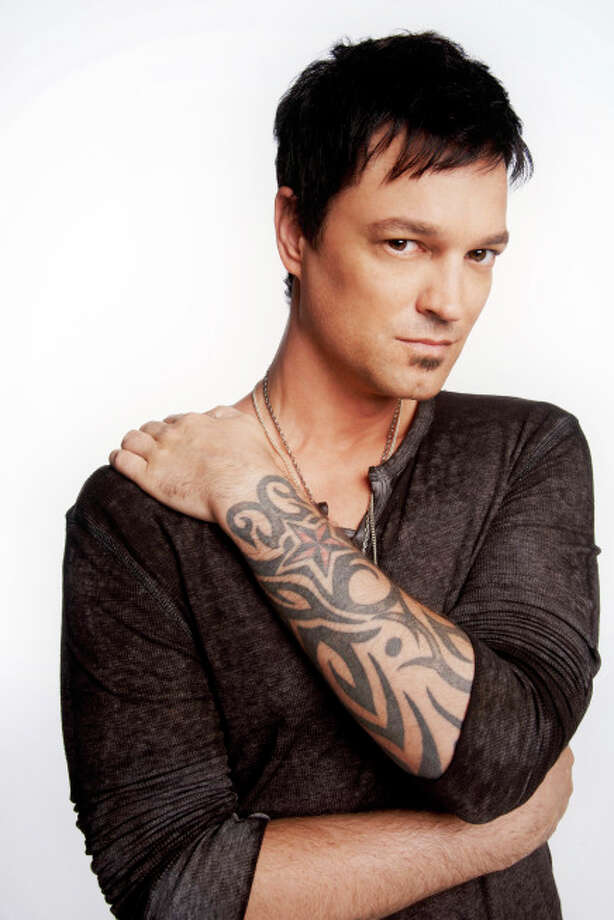 THE X FACTOR: TOP 16: Jeff Gutt, 37.Hometown: Detroit, MI. CR: Jeff Lipsky / FOX. © Copyright 2013 FOX Broadcasting. / 1
