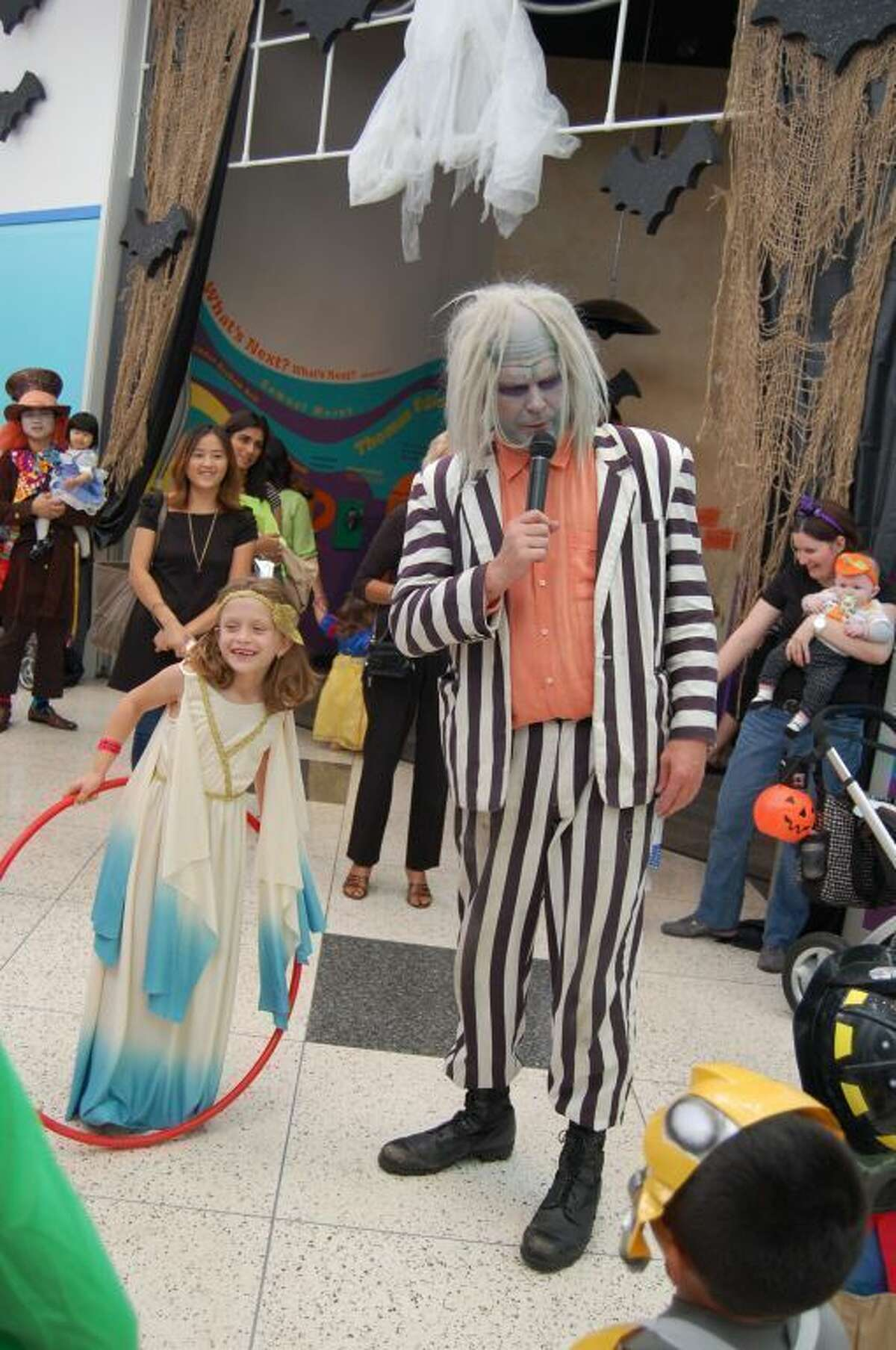 Each October the Children s Museum of Houston morphs into Happy Halloween Mansion. Now through Wednesday, oct31, children can explore the haunted hallways in search of tricks and treats. Activities include a visit with a mad scientist, a Thriller dance party, trick-or-treating and a pumpkin patch. Then on Wednesday, it s the Halloween Spooktacular, a family party (4 p.m.-8 p.m.) that includes an undead DJ, dancing and pumpkin decorating.