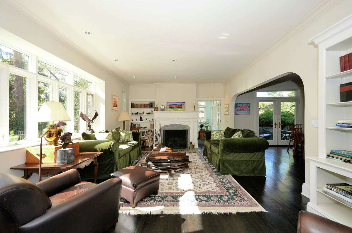 The living room in the Dearfield Lane house of Ken McAdams and MarianìBing