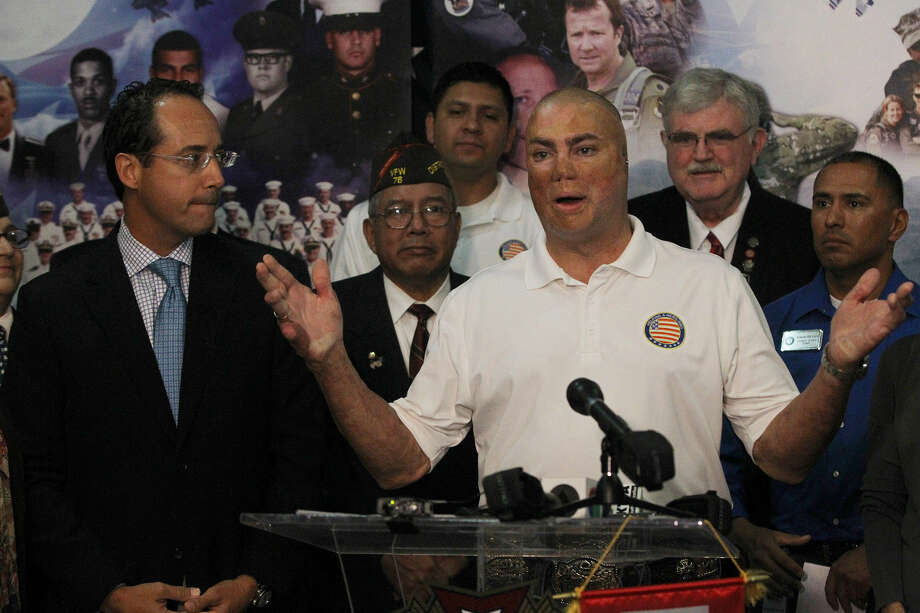 Wounded Iraq veteran Shilo Harris (gesturing) speaks Oct. 24 at San Antonio's VFW Hall 76. Harris and others are supporting passage of Propositions 1 and 4. Photo: John Davenport / San Antonio Express-News