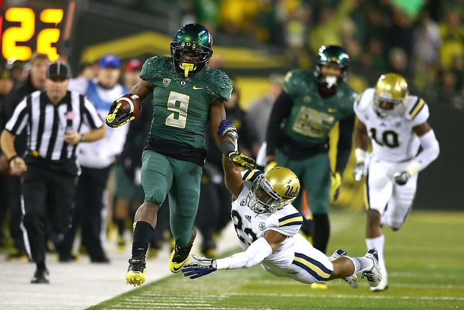 Valley Christian alum Byron Marshall has five straight 100-yard games in his sophomore season for No. 2 Oregon. Photo: Jonathan Ferrey, Getty Images
