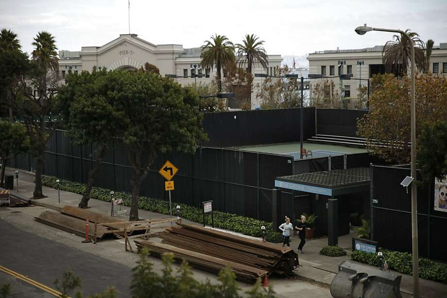 The proposed site of the 8 Washington complex is home to a private tennis and swim club and a parking lot. Photo: Lea Suzuki, The Chronicle
