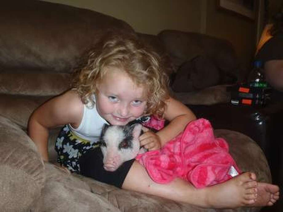 Honey Boo Boo and Glitzy the Pageant Pig. TLC
