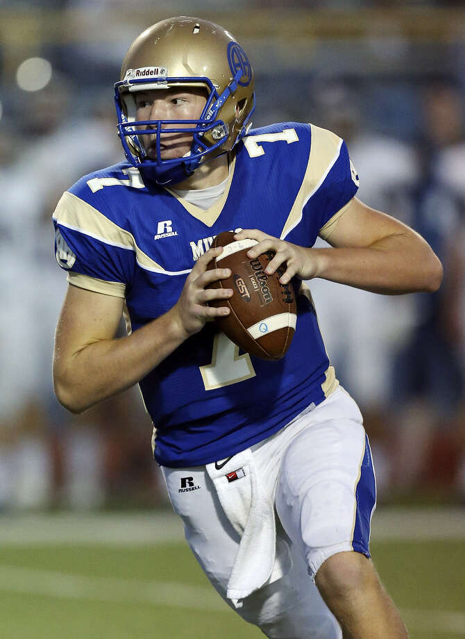 Alamo Heights QB Dalton Banks, looking for a receiver vs. Boerne Champion, has thrown for 1,724 yards and 14 TDs. Photo: Edward A. Ornelas / San Antonio Express-News