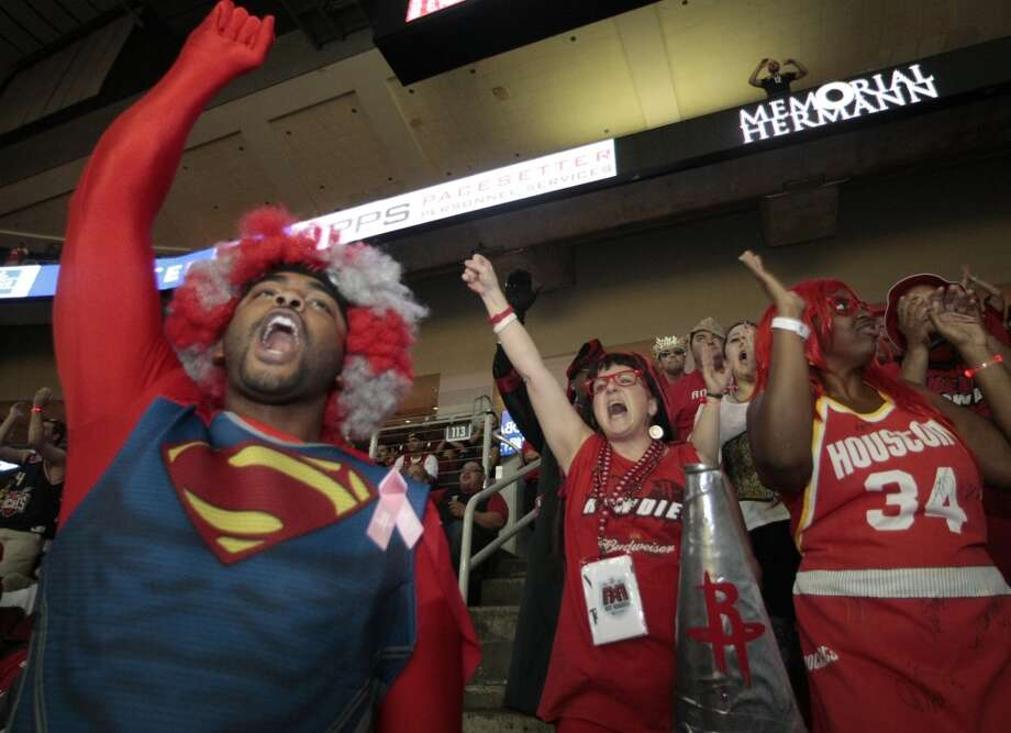 Members of the Red Rowdies cheer on the Rockets. Photo: Billy Smith II, Houston Chronicle