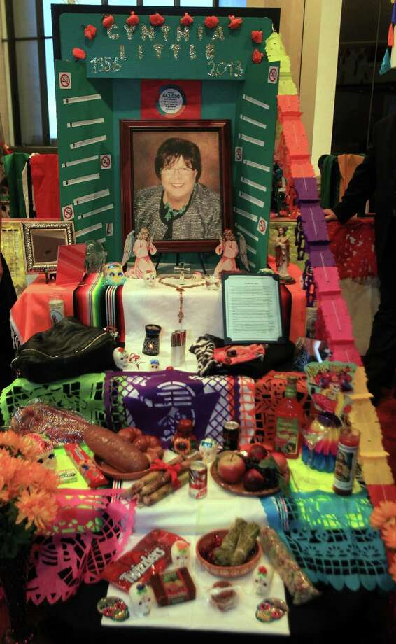 Altar in memory of Cythia Little, who died of cancer due to long term smoking, and Bonding Against Adversity wants to warn people of smoking hazards by dedicating an altar for awareness. Photo: Mayra Beltran, Houston Chronicle / © 2013 Houston Chronicle
