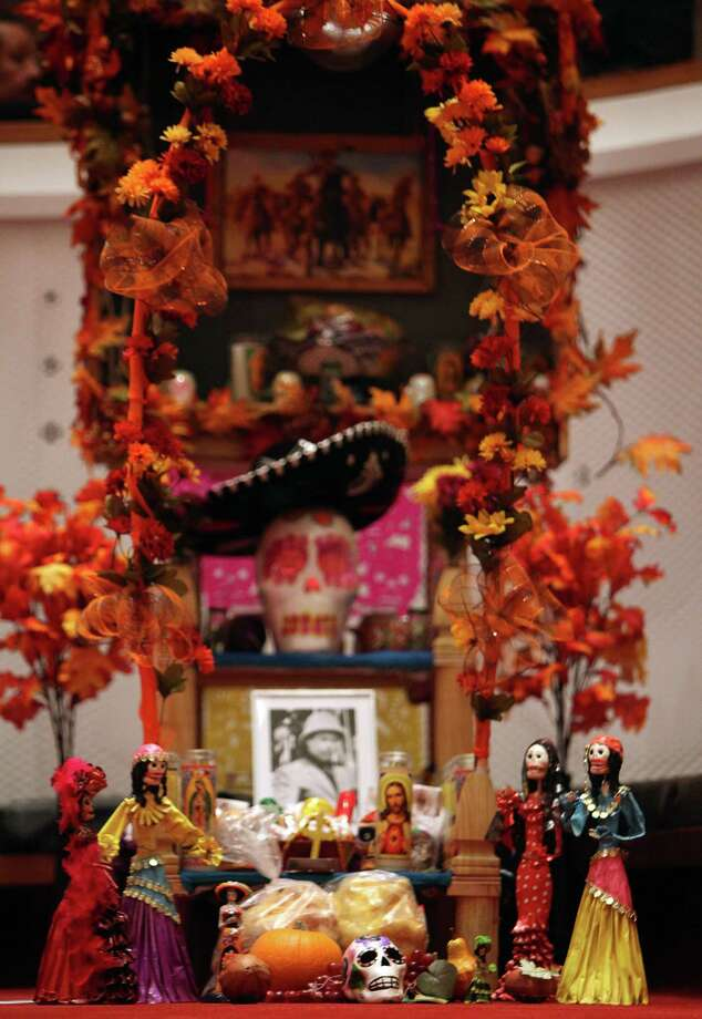 An altar on exhibit by business 'Mi Tienda' during the The Houston Symphony and the Mexican Consulate of Houston's display of Day of the Dead altars in Jones Hall. Photo: Mayra Beltran, Houston Chronicle / © 2013 Houston Chronicle