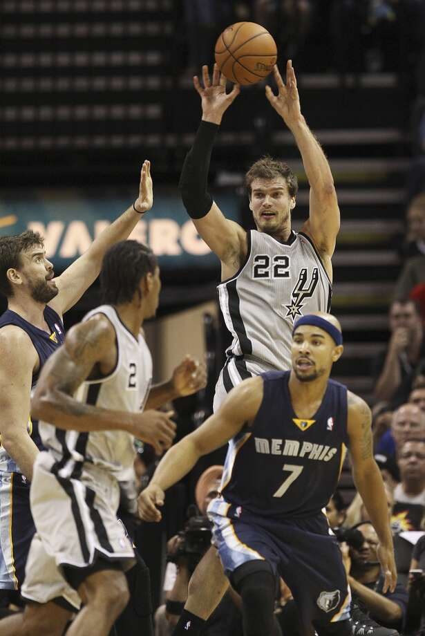Spurs' Tiago Splitter (22) passes the ball against the Memphis Grizzlies at the home opener at the AT&T Center on Wednesday, Oct. 30, 2013. (Kin Man Hui/San Antonio Express-News) Photo: San Antonio Express-News